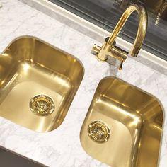 Marble and brass Small Kitchen Cabinet Design, Small Kitchen Cabinets, Kitchen Cabinet Remodel, Kitchen Room Design, Home Decor Kitchen, Interior Design Kitchen, Kitchen Sinks, Elegant Kitchens, Luxury Kitchens
