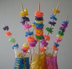 Fleur de paille en plastique, Idée déco à fabriquer Deco cocktail http://www.bluemarguerite.com/Loisirs-creatifs/tuto-6013-fleur-de-paille-en-plastique.deco