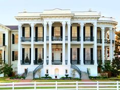 Louisiana's Largest Remaining Antebellum Mansion Sold to Hotel Developer - Luxury Home Southern Mansions, Southern Plantation Homes, Townhouse Exterior, Louisiana Plantations, Antebellum Homes, Beautiful Hotels, Historic Homes, My Dream Home, Travel Usa