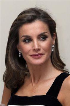 Royal Queen, Royal Princess, Queen B, Princess Of Spain, Spanish Royalty, Royal Clothing, Dramatic Classic, Estilo Real, Royal Crowns
