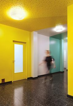 Baukind have completed a kindergarten/day care named Kita Zauberzwerge, located in Berlin, Germany. Photography by Anne Deppe The space uses pastel colours in a rainbow effect to create a fun and. Kindergarten Interior, Kindergarten Design, Daycare Design, School Design, Modern Interior Design, Interior Architecture, Wood Window Sill, Yellow Walls, Childrens Hospital