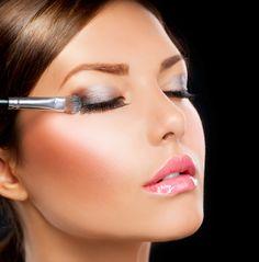 How to Apply Cream Eyeshadow For Beginners - MakeUpByChelsea