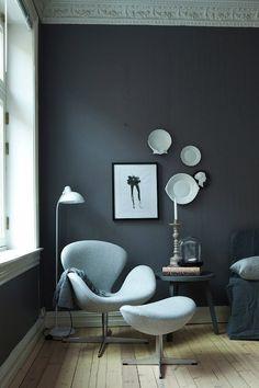 КРЕСЛО «SWAN»  Дизайнер: Arne Jacobsen  Производитель: Republic of Fritz Hansen   Помимо своего знаменитого Egg Chair Арне Якобсен в том же 1958 г. спроектировал для Radisson SAS Royal удобное и изящное кресло Swan («лебедь»).