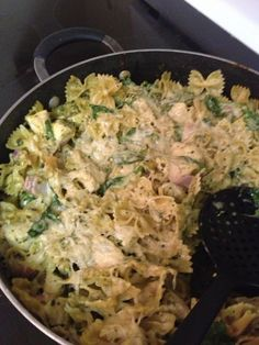 Runner in the Real World: Casseroles - Grad School Life Saver: Pesto Chicken Casserole Chicken Casserole, Casserole Recipes, Runner Diet, Crockpot Dishes, Pesto Chicken, Le Chef, Dinner Is Served, Dinner Recipes, Yummy Recipes