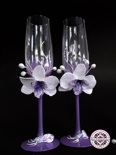 Bridal Glasses, Wedding Wine Glasses, Diy Wine Glasses, Decorated Wine Glasses, Wedding Champagne Flutes, Painted Wine Glasses, 80th Birthday Party Decorations, 50th Wedding Anniversary Decorations, Wine Glass Crafts
