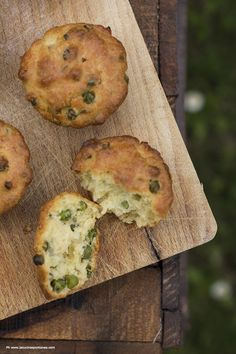 muffin with peas and mint