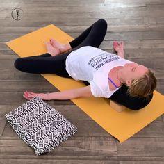 Yoga Poses For Back, Yoga Art, Yoga Poses For Beginners, Yoga Quotes, Yoga Videos, Yoga Meditation, Asana, Yoga Inspiration, Ayurveda