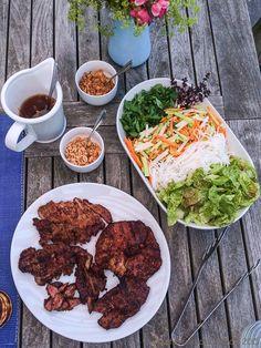 Vietnamesischer Reisnudelsalat mit Zitronengras-Schwein