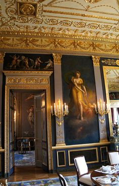 Hôtel Beauharnais est un hôtel particulier situé au no 78 rue de Lille, à Paris (France), qui est la résidence de l'ambassadeur d'Allemagne en France (l'ambassade elle-même se trouve avenue Franklin-D.-Roosevelt). L'hôtel de Beauharnais tient son nom du plus illustre de ses occupants, Eugène de Beauharnais, vice-roi d'Italie, beau-fils de l'empereur des Français Napoléon Ier.https://fr.wikipedia.org/wiki/H%C3%B4tel_Beauharnais