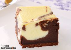 bizcocho de chocolate y queso.