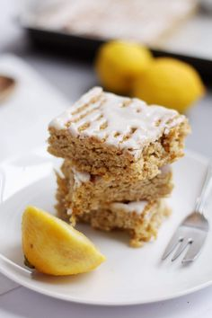 Lemon Drizzle Flapjack Lemon Curd Flapjack Icing Drizzle Inspired by Graze Snack Boxes Easy Less Than Recipe Breakfast or Dessert Lemon Recipes, Sweet Recipes, Baking Recipes, Cookie Recipes, Dessert Recipes, Baking Ideas, Desserts Printemps, Easy Icing Recipe, Risotto