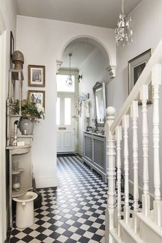 Treasure trove - monochrome tiles bring the victorian hallway to life house House Design, New Homes, Victorian Townhouse, Victorian Homes, House Interior, Victorian Hallway, Vintage House, House, Home