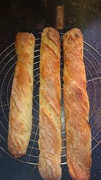 Baguette Parisienne, a tasty recipe from the bread and roll category. Ratings: Average: Ø Baguette Parisienne, a tasty recipe from the bread and roll category. Ratings: Average: Ø Zucchini Bread Recipes, Banana Bread Recipes, Easy Homemade Burgers, Healthy Burger Recipes, Burger Buns, French Pastries, Artisan Bread, Bread Baking, Food And Drink
