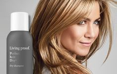 Living Proof Perfect hair Day (PhD) Dry Shampoo is a dry shampoo that actually cleans hair, eliminating oil, sweat, and odor. Jennifer Aniston Pictures, Jenifer Aniston, Pelo Natural, Belleza Natural, Pixie, Perfect Hair Day, Brown Blonde Hair, Hair Highlights, Cool Hairstyles