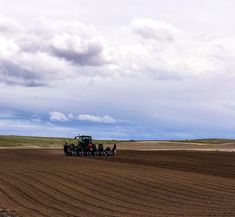 From the sky to the field, it's BEAUTIFUL in Onion Country!   #planting #growing #spanishsweets #onions #Idaho #Oregon #onioncountryusa Idaho, Onions, Planting, Fields, Oregon, Spanish, Country Roads, Sky, Mountains