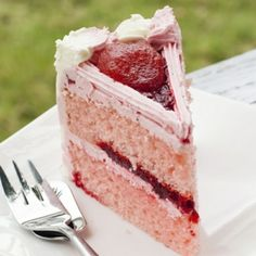 A Delicious recipe for strawberry double layer cake this is a family favorite dessert, great served with vanilla ice cream. Strawberry Double Layer Cake Recipe from Grandmothers Kitchen. Strawberry Desserts, Köstliche Desserts, Delicious Desserts, Dessert Recipes, Cake Icing, Cupcake Cakes, Cupcakes, Chocolates, Double Layer Cake