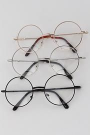 Nerd Style fashion Glasses are right on trend this season and these great thin frame circle glasses are in line with your fashion needs. Cute clear lens framed non-prescription glasses.* Nerdy Clear Round Glasses* x approx Glasses Frames Trendy, Hipster Glasses, Fake Glasses, Cool Glasses, Circle Glasses Frames, Cute Sunglasses, Sunglasses Women, Clear Round Glasses, Sunglasses