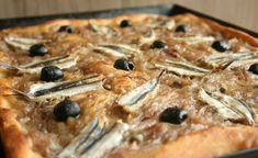 Pissaladière légère WW,recette d'une savoureuse tarte salée légère à base de pâte à pain garnie d'une fondue d'oignons, d'anchois et d'olives noires, dégustez-la à l'apéritif ou enrepasavec une bonne salade.