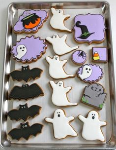 Can you use anything besides egg whites or meringue powder in royal icing? - Halloween cookies Halloween cookies Halloween cookies Welcome to our website, We hope you are satis - Halloween Cookie Recipes, Halloween Cookies Decorated, Halloween Sugar Cookies, Halloween Food For Party, Halloween Desserts, Halloween Cupcakes, Halloween Treats, Decorated Cookies, Halloween Biscuits