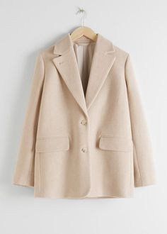 The 9 Best Clothing Styles for Petite Women | Who What Wear UK Blazer Jeans, Leather Blazer, Casual Blazer, Jeans Straight, Oversized Blazer, Street Style Trends, Silhouette, Pullover, Models