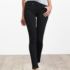 Banana Republic Black Skinny Jean Like new (worn twice) Banana Republic black skinny jean in size 27 (size 4). In perfect condition. 70% cotton, 28% polyester, 2% spandex - they do have some stretch. Mid-rise. Banana Republic Jeans Skinny