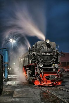 Train in the night por Jörn Hoffmann en