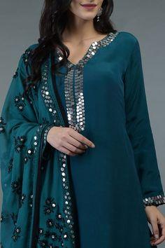 Dress Indian Style, Indian Fashion Dresses, Indian Designer Outfits, Indian Outfits, Emo Outfits, Dress Neck Designs, Stylish Dress Designs, Designs For Dresses, Blouse Designs