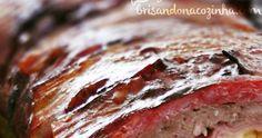 Rocambole de carne moída com linguiça, queijo, cebola, molho bbq, bacon... tem como ser ruim? Brazillian Food, Burritos, Meatloaf, Barbecue, Ale, Steak, Food And Drink, Low Carb, Cooking Recipes