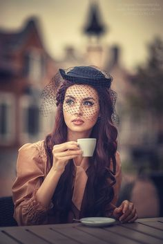 Photo Coffee by Tatyana Nevmerzhytska on Coffee Girl, Coffee Break, I Love Coffee, Morning Coffee, Estilo Pin Up, Estilo Retro, Café Sexy, Photography Poses, Fashion Photography