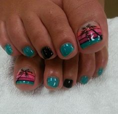 An amazing looking sunset by the beach inspired toenail art. Play around with black, blue green, pink, orange and nude colors as base polish for each of the toenails. On the big toe a silhouette of a coconut tree is painted on top of a linear sunset colored backdrop.