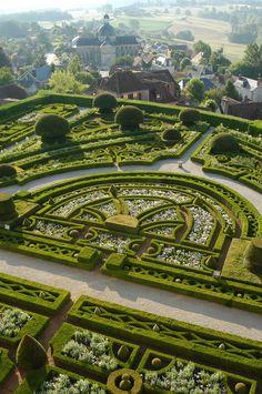 (Dordogne) Château de Hautefort - le jardin à la française