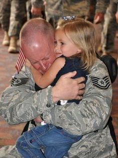 a soldier.God bless our troops! Population Du Monde, Hugs, Military Homecoming, My Champion, Military Love, Military Families, Military Brat, The Embrace, Support Our Troops