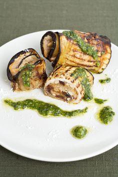 Guarda come cucinare gli involtini di melanzane e pesce spada. Scopri gli ingredienti e le modalità di preparazione su Sale&Pepe.