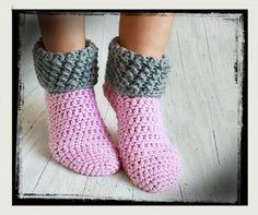 Calcetines de casa de patrón de ganchillo gratis - Calcetines de crochet gratis Imágenes efectivas que le proporcionamos sobre diy Una imagen de alta - Crochet Slipper Pattern, Crochet Mandala Pattern, Crochet Slippers, Crochet Patterns, Crochet Gratis, Crochet Amigurumi, Free Crochet, Crochet Home, Easy Crochet