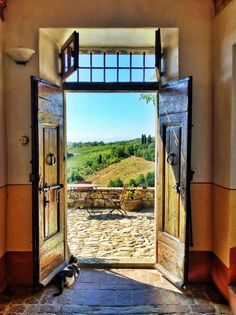 Villa Chianti, Tuscany ... Makes me think of the Tuscany of my dreams. Maybe not the ever present reality, but my life-long dreams definitely!