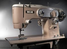 Vintage Sewing Machine Styling by Riccar Grand Duchess 330 50s A-00213