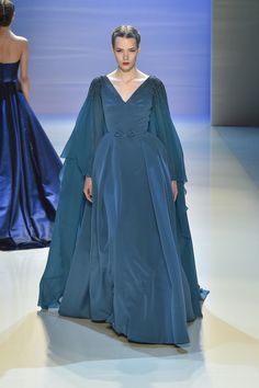 Georges Hobeika Couture Fall-Winter Look 7 Long Blue Dress Pretty Outfits, Pretty Dresses, Long Dresses, Evening Dresses, Fantasy Gowns, Royal Clothing, Queen, Couture Collection, Beautiful Gowns