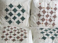 Cathedral windows Cathedral Window Patchwork, Cathedral Windows, Quilt Patterns, Placemat Patterns, Sewing Pillows, Kids Pillows, Quilted Pillow, Quilting Projects, Sewing Projects