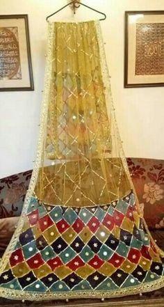 Pakistani Mehndi Dress, Pakistani Bridal Makeup, Pakistani Formal Dresses, Pakistani Wedding Outfits, Bridal Dupatta, Bridal Mehndi Dresses, Wedding Dresses For Girls, Fancy Dress Design, Stylish Dress Designs
