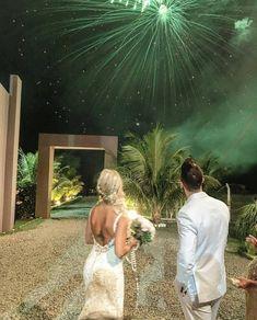 Fotos do casamento Gusttavo Lima e Andressa Suita. Fogos de artifício.