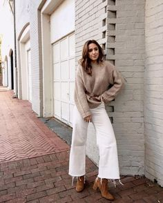 All you need for the perfect fall outfit is the Lulus Just Your Type Light Beige Knit Balloon Sleeve Sweater! White Culottes Outfit, Cropped Jeans Outfit, White Pants Outfit, Outfits Winter, Jeans Outfit Winter, Best White Jeans, Jeans Trend, Perfect Fall Outfit, Business Outfit