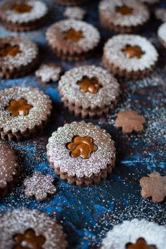 These chocolate dulce de leche linzer cookies are the stuff of dreams. Thick and creamy caramel sandwiched together with rich chocolate shortbreads. Holiday Cookie Recipes, Holiday Baking, Christmas Baking, Linzer Cookies, Holiday Cookies, Christmas Desserts, Christmas Treats, Brownies, Frozen Cookies