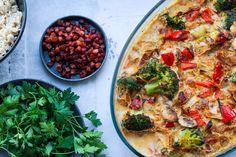 Koteletter i fad en grønnere version Danish Food, Dinner Is Served, Lchf, Vegetable Pizza, Healthy Living, Dinner Recipes, Brunch, Food And Drink, Treats