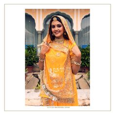 We're crafting every Rajputi Poshak design in a traditional way. The concept of the Rajasthani Rajputi Poshak designer studio YUV. Indian Bridal Outfits, Indian Bridal Wear, Indian Wear, Royal Dresses, Nice Dresses, Rajasthani Dress, Saree Hairstyles, Candid Wedding Photos, Rajputi Dress