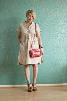 A fashion blog for women over 40 and mature women http://www.glamupyourlifestyle.com/  Dress: Max Mara Sandals: Ugg Australia Bag: Michael Kors