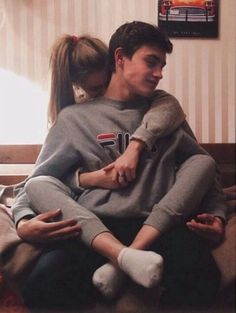 15 Poses for you to achieve the most romantic photo with your boyfriend - Couple Goals Couple Tumblr, Tumblr Couples, Photo Couple, Love Couple, Romantic Photos, Romantic Couples, Romantic Ideas, Romantic Gifts, Cute Relationship Goals