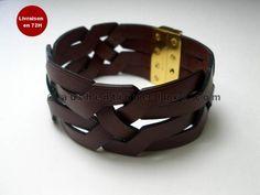 bracelet  hermes cuir   Source : http://authentique-luxe.com/bracelet--hermes-argent-jonc-cuir ... http://amzn.to/2ryWDlp