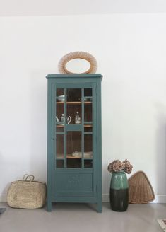Old glass cabinet - Decoration, Sweet Home, Lounge, Cabinet, Tahiti, Room, Inspiration, Furniture, Kitchen