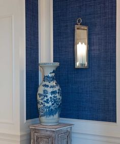 Chinoiserie Chic: blue and white Chinese porcelain navy grasscloth w/p Blue And White Wallpaper, Of Wallpaper, Denim Wallpaper, Bathroom Wallpaper, Pattern Wallpaper, Blue Rooms, Blue Walls, Chinoiserie Chic, Blue Wallpapers