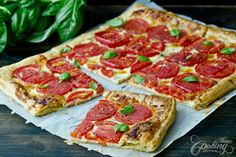 A tomato basil tart is one of the best ways to enjoy the summer flavorful tomatoes and fresh herbs. Tomatoes are definitely the star in this recipe, as they bring out the best of them.
